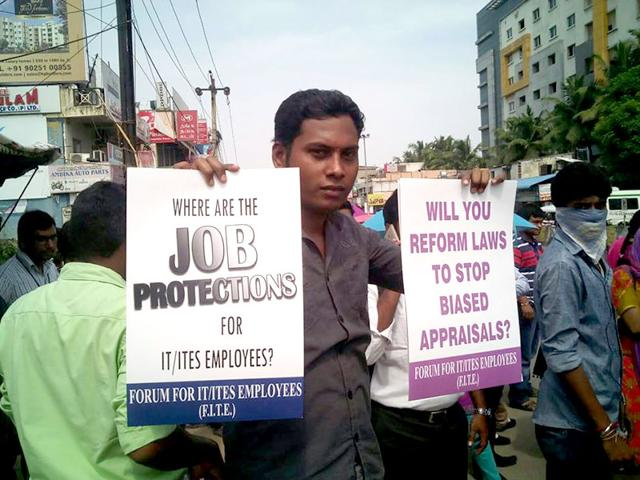 Not just the blue collars, even corporate employees and IT workers pledged their support to the nation-wide strike by trade unions at Sholanginallur in Chennai on Wednesday. (HT Photo)