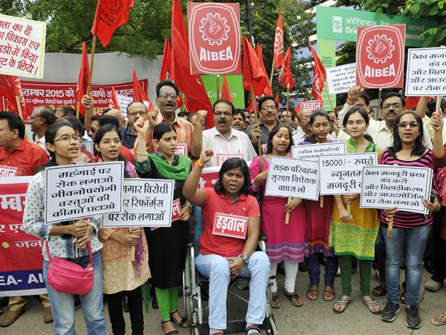 Members of United Forum of Bank Unions demonstrating at MP Nagar during one day nation-wide bank strike in Bhopal, India, on Wednesday, September 2, 2015. (Photo by Praveen Bajpai/ Hindustan Times)