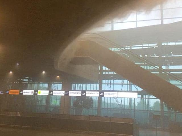 Around 40 flights were delayed after fire broke out at Domodedovo International Airport. (Photo courtesy- @airlivenet on Twitter)