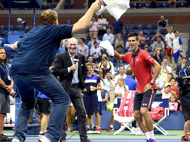Novak Djokovic of Serbia, right, dances to the popular Korean pop song 'Gangnam Style' on court with a fan after defeating Andreas Haider-Maurer of Austria in the 2015 US Open men's singles second-round match at the USTA National Tennis Center, in New York, on September 2, 2015. (AFP Photo)