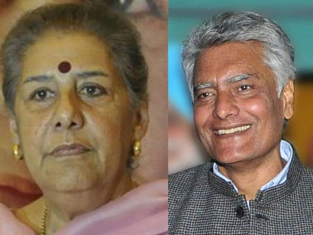 Congress general secretary Ambika Soni and state Congress Legislature Party (CLP) leader Sunil Jakhar. (HT Photo)