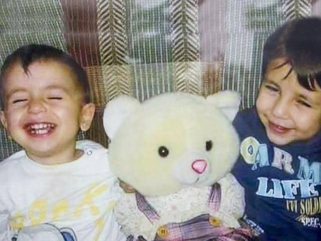 A photo of Aylan Kurdi (L) and his brother Ghalib in an undated Kurdi family photograph. (Reuters photo)