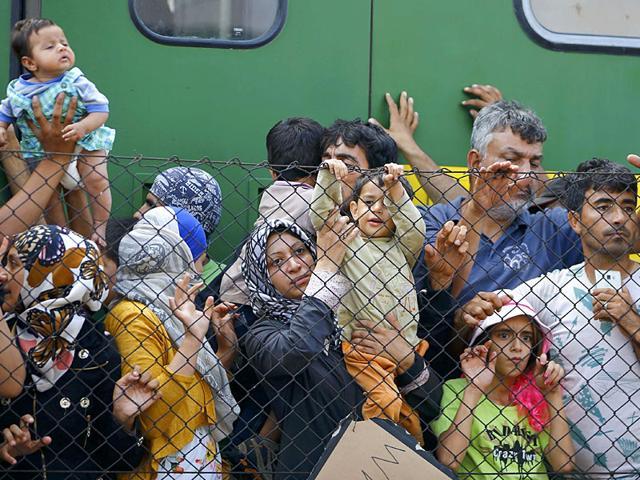 Europe migrant crisis,migrants,refugees