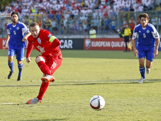 England's Wayne Rooney scores the first goal against San Marino from the penalty spot in the Euro 2016 qualifier at Stadio Olimpico in Serravalle, San Marino, on September 5, 2015. (Reuters Photo)