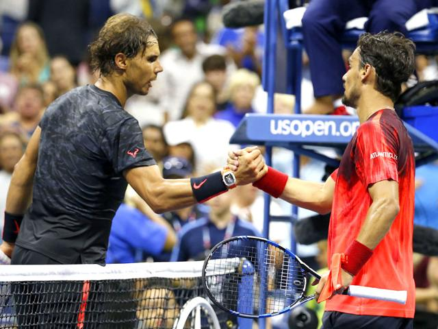 Fabio Fognini of Italy (R) shakes hands with Rafael Nadal of Spain (L) on day five of the 2015 US Open tennis tournament. Fognini won 3-6, 4-6, 6-4, 6-3, 6-4 (AFP Photo)