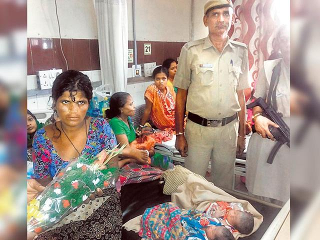 Cop plays midwife, helps woman deliver baby in PCR van