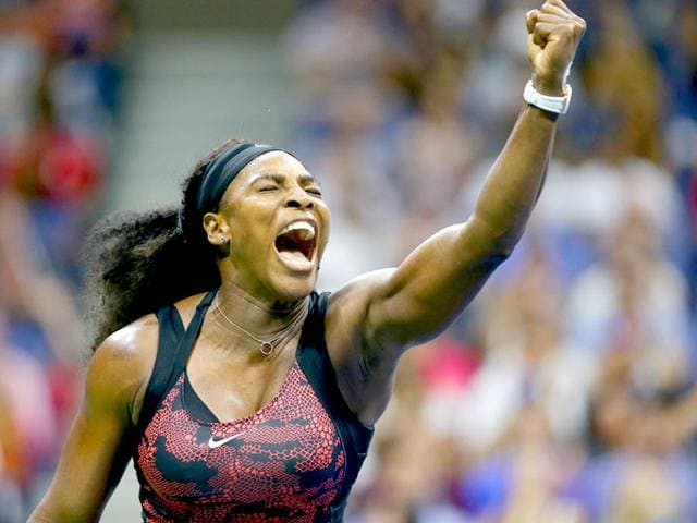 Serena Williams of the USA celebrates winning a point against compatriot Bethanie Mattek-Sands in the women's singles third-round match of the 2015 US Open in New York City, on September 4, 2015. (AFP Photo)