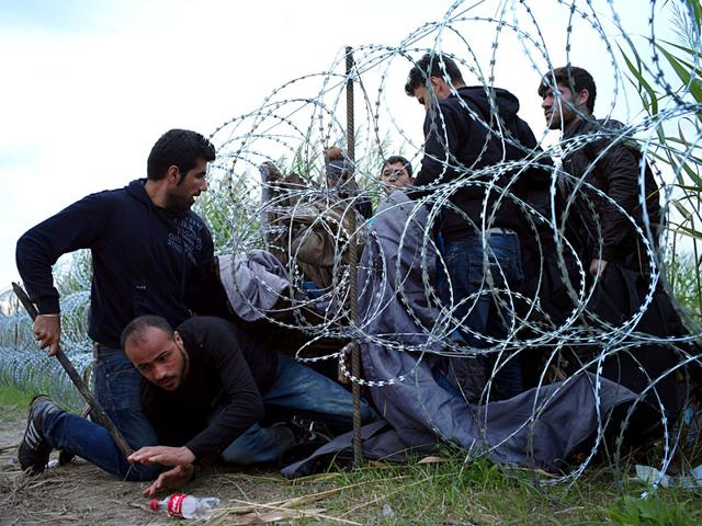 A standoff between migrants and Hungarian police officers at the migrant reception center in Roszke, Hungary, on September 4, 2015, after about 300 people broke out of the reception center. (AP Photo)