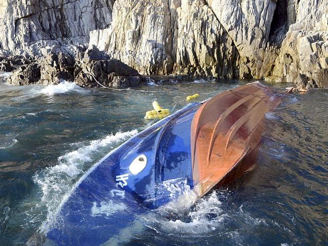 S Korae fishing boat capsized