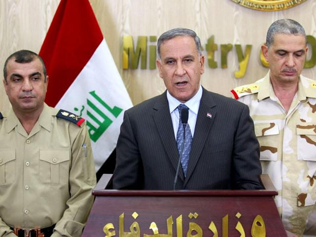 Iraq's Defence Minister, Khaled al-Obeidi (C), delivers a speech during a press conference in the Iraqi capital Baghdad. (AFP Photo)