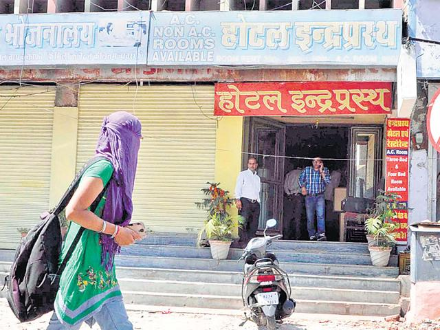Hotel Indraprastha in Jaipur, where the 17-year-old from Delhi was confined to a room and raped by 11 men for several hours. (Himanshu Vyas/HT Photo)