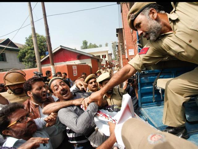 kashmir,srinagar floods,trade union protest
