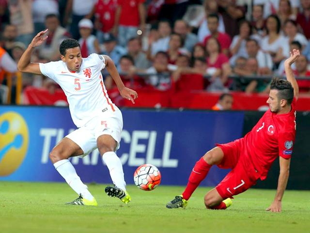 Turkey's Oguzhan Ozyakup, right, and Jairo Riedewald of the Netherlands fight for the ball during their Euro 2016 Group A qualifying soccer match between Turkey and the Netherlands at the Buyuksehir Torku Arena Stadium in Konya, Turkey.(AP Photo)