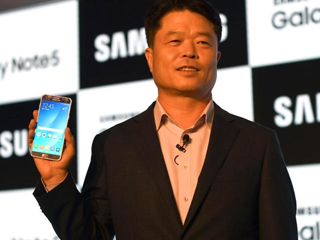 President and chief executive officer of Samsung Electronics India Hyun C Hong poses with the new Samsung note 5 smartphone at a product launch ceremony in New Delhi. (AFP Photo)