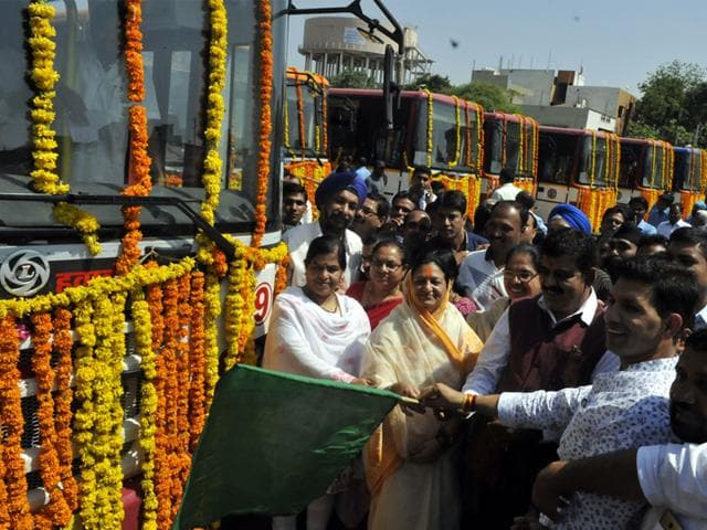 Mayor Malini Gaud, along with MLAs Usha Thakur and Jitu Patwari, flagged off nine new city buses on Route 9 in Indore on Monday. (Arun Mondhe/HT photo)
