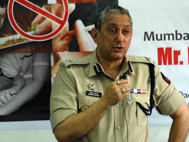 Rakesh Maria, the former police commissioner of Mumbai, leaves the commissioner office in Mumbai. (HT photo)