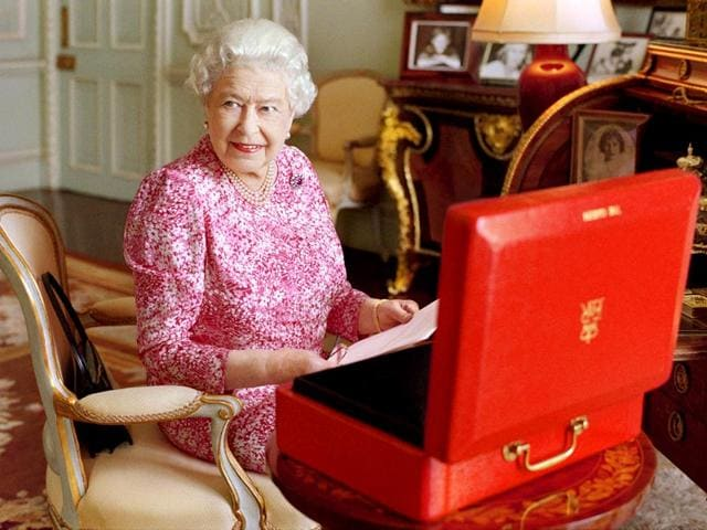 Britain's Queen Elizabeth sits in her private audience room in Buckingham Palace next to one of her official red boxes in which she receives documents and papers from government officials in the United Kingdom and the Commonwealth in this handout photograph taken by Mary McCartney and released September 8, 2015 in London, to mark the moment she becomes Britain's longest reigning monarch. (Reuters Photo)