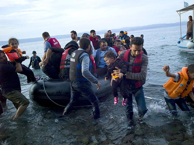 Refugees and migrants arrive on a dinghy on the Greek island of Lesbos. (Reuters Photo)