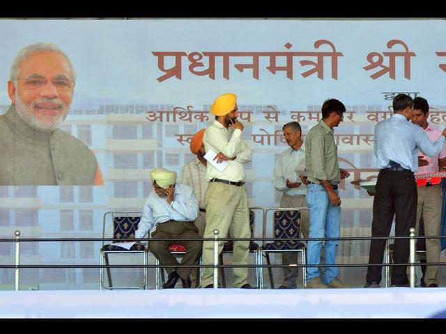 Preparations on in full swing for PM Narendra Modi's arrival in Chandigarh. (HT Photo)
