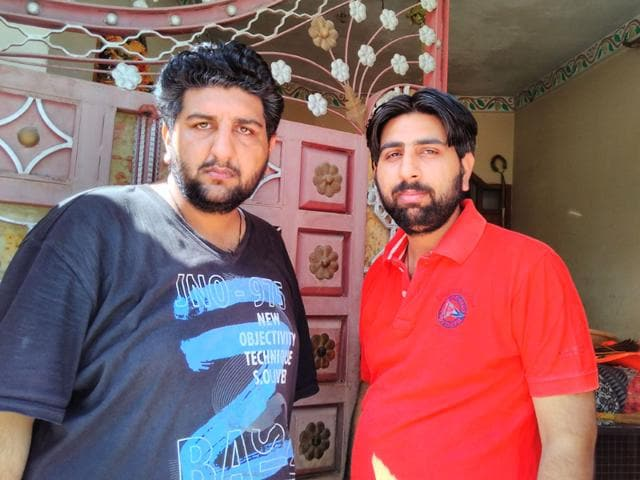 Sunil Kumar (left) and Satinder Kumar, who were fired upon by police in a case of mistaken identity. (HT Photo)