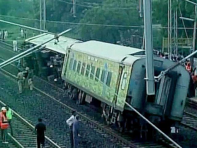 Nine coaches of a Mumbai-bound Duronto Express derailed near Kalburgi in Karnataka. (ANI Photo)