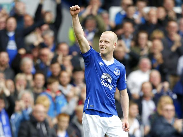 Everton's Scottish striker Steven Naismith celebrates after scoring a hat-trick against Chelsea during the English Premier League match at Goodison Park, Liverpool, on September 12, 2015. (Reuters Photo)