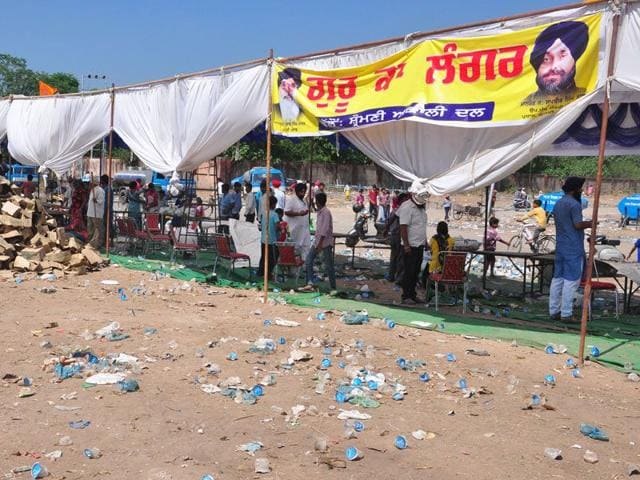 Just a few metres away from where Modi delivered his address, the scene was different. There was garbage all over. (Karun Sharma/HT)