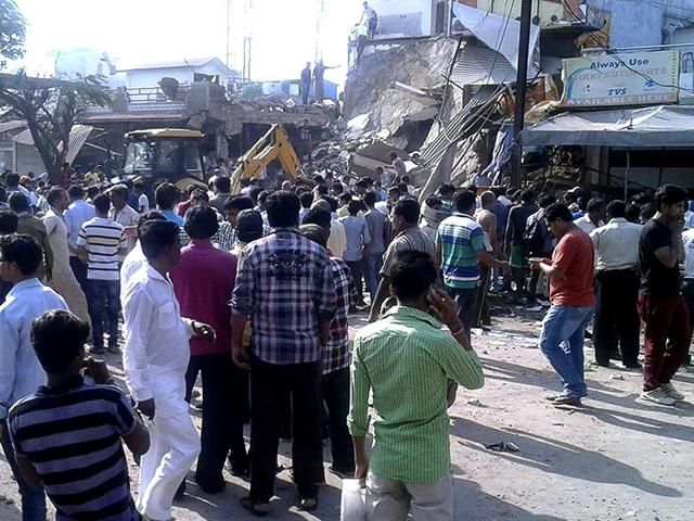 Locals crowd around the site of an explosion in which at least 90 people were killed after a gelatin rod in a building caught fire and exploded in Madhya Pradesh's Jhabua district. (HT Photo)