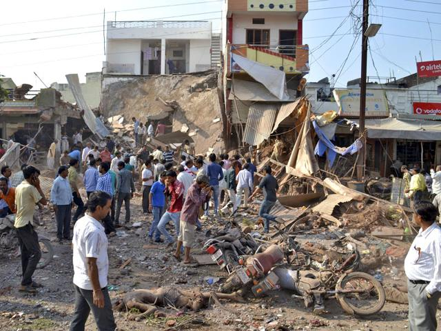 At least 104 people were killed after an explosion at a building in Madhya Pradesh's Jhabua district. (HT Photo)