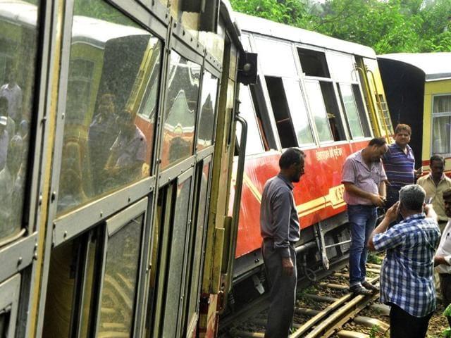 train derailed,shimla,train accident