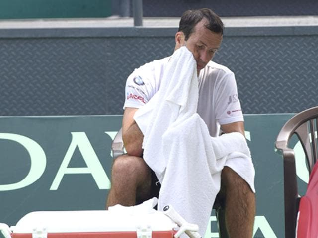 Czech Republic's Davis Cup team player Radek Stepanek takes a break to cool off from the heat during practice at the Delhi Lawn Tennis Association courts, on September 14, 2015. (Vipin Kumar/HT Photo)