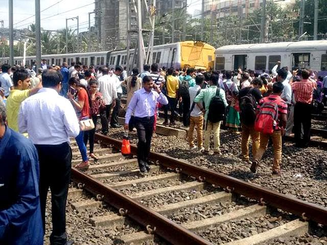 The train derailed between Andheri and Vile Parle on Tuesday morning. (Kailash Korde/HT Photo)