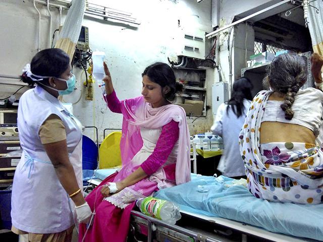 The emergency ward at the Safdarjung Hospital in New Delhi on Monday. (Saumya Khandelwal/HT)