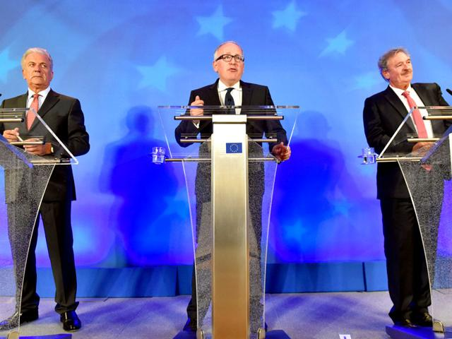 European commissioner for migration and home affairs Dimitris Avramopoulos (L-R), first vice-president of the European commission Frans Timmermans and Luxembourg's minister of European and foreign affairs Jean Asselborn hold a news conference (Reuters Photo)