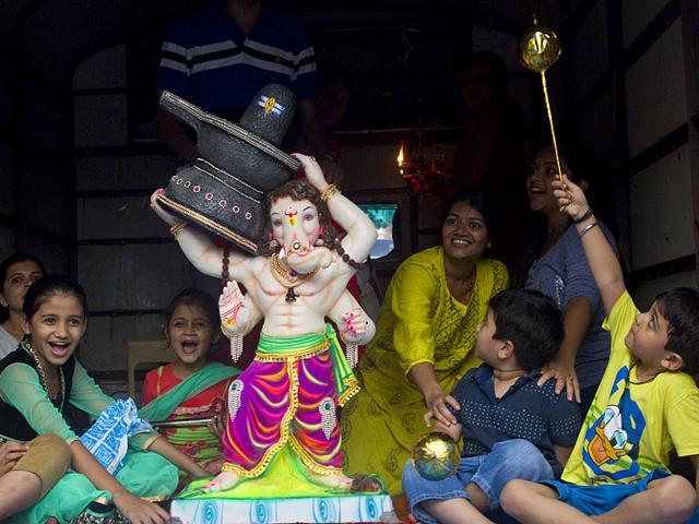 Spotted: A Ganpati idol posing as Baahubali ahead of Ganesh Chaturti, at Chinchpokli in Mumbai. (Satish Bate/HT photo)