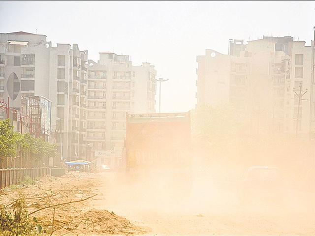 Air pollution causes short-term problems like cough, sore throat and eye irritation for most people, but people with chronic respiratory disorders may need medical management when pollution levels go up.(Kunal Patil/HT Photo)