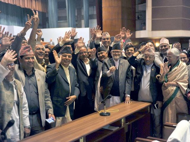 Nepal Prime Minister Sushil Koirala (3R),Unified Marxist Leninist chairman K P Oli (4R), Nepalese Unified Communist Party of Nepal (Maoist) chairman Pushpa Kamal Dahal, known better as Prachanda (4L) and other lawmakers wave while Nepal's parliament passes a new national constitution in Kathmandu. (AFP Photo)