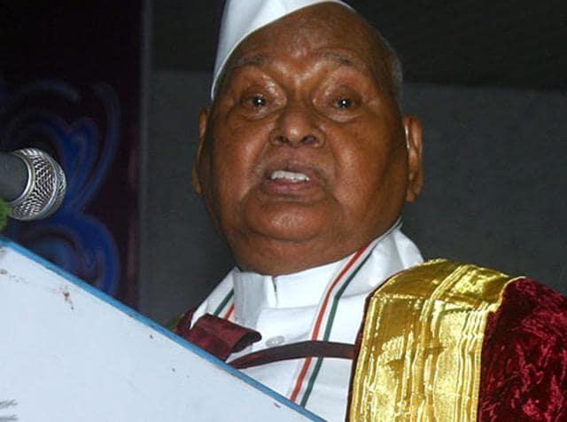 Madhya Pradesh governor Ram Naresh Yadav broke down during in the convocation ceremony of Barkatullah University in Bhopal.
