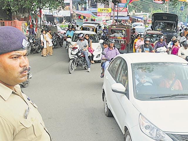 DA traffic cop manning the traffic at Clock Tower in Dehradun on Thursday.