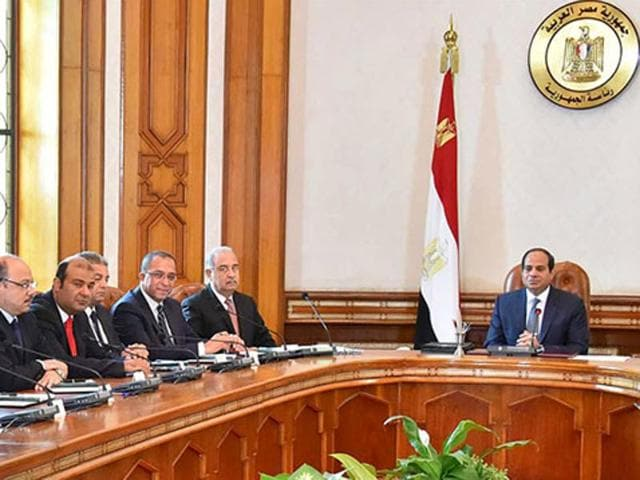 Egyptian President Abdel Fattah al-Sisi (R) meets with his ministers at the presidential palace in Cairo in this September 19, 2015 handout picture courtesy of the Egyptian Presidency.