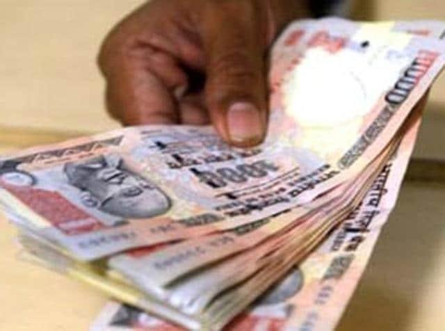 Rupee,slips,US dollar