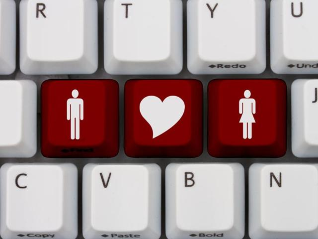 Many older adults are going online to dish about the joys of sex and swap advice about keeping their mojos working well into their twilight years, a new study says.