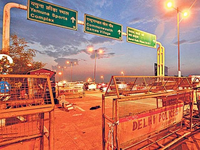 Delhi Police barricades at an unmanned checkpost on the Delhi-Uttar Pradesh border near Ghazipur.