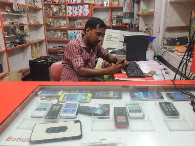 Bihar polls,Bihar assembly elections 2015,Mobile shops in Bihar