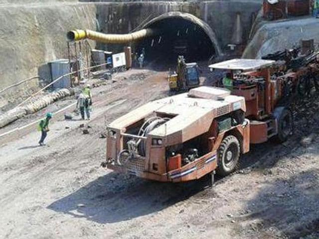 The kin of Hirday Ram, who hails from Mandi, on Wednesday gathered at the tunnel site and lodged their protest over suspension of the rescue work.