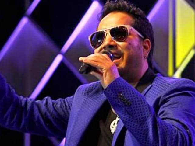 Mika Singh wants to be a contestant on Bigg Boss 9.