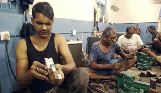 Traditional gun makers making guns in the Munger Gun factory, Bihar.(Parwaz Khan/HT Photo)