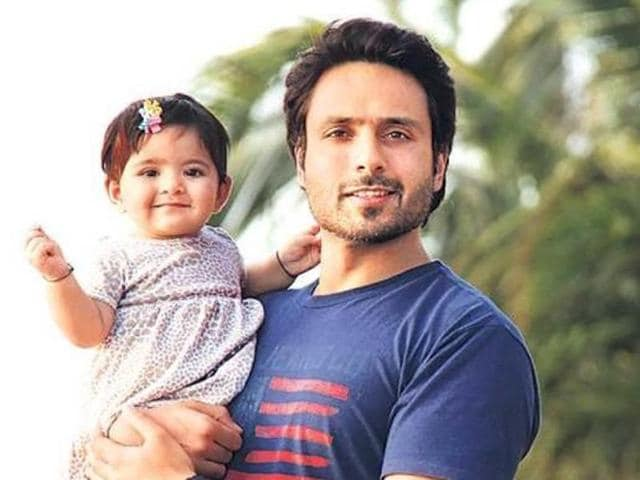 TV actor Iqbal Khan with his daughter.