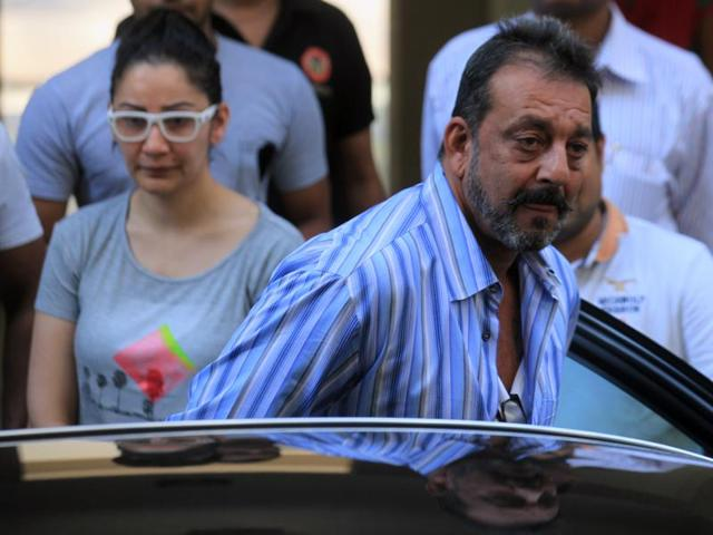 Actor Sanjay Dutt with his wife Manyata as he leaves his residence to return to Yerwada Prison in January 2015.