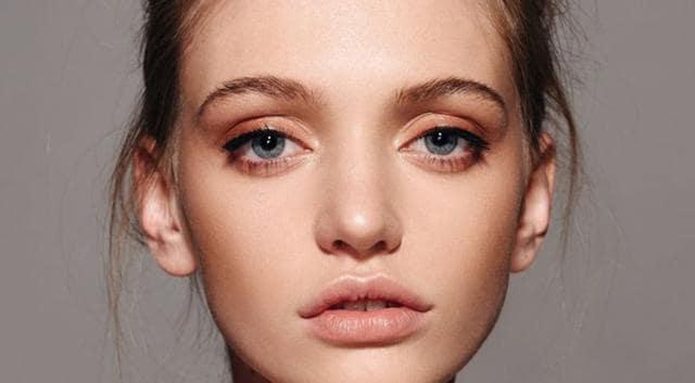 Znalezione obrazy dla zapytania minimalistic make up